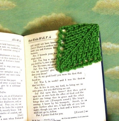 Knitting pattern for Leaf Corner Bookmarkes - 4 different designs