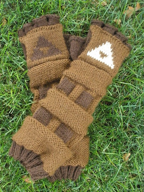Free knitting pattern for Link's Gauntlets from Legend of Zelda