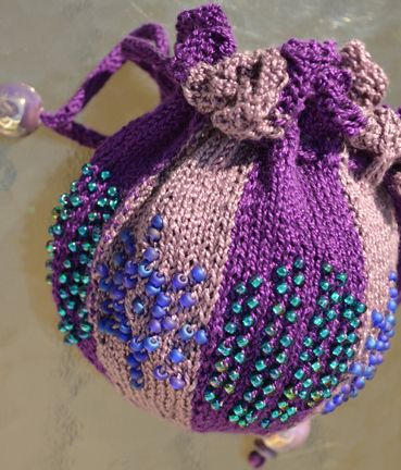 Hermione's Beaded Bag Free Knitting Pattern | Harry Potter inspired Knitting Patterns, many free knitting patterns | These patterns are not authorized, approved, licensed, or endorsed by J.K. Rowling, her publishers, or Warner Bros. Entertainment, Inc.