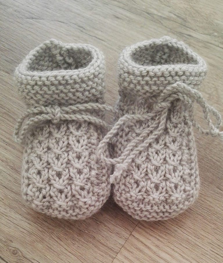Little Eyes-Free Baby Booties Knit Pattern