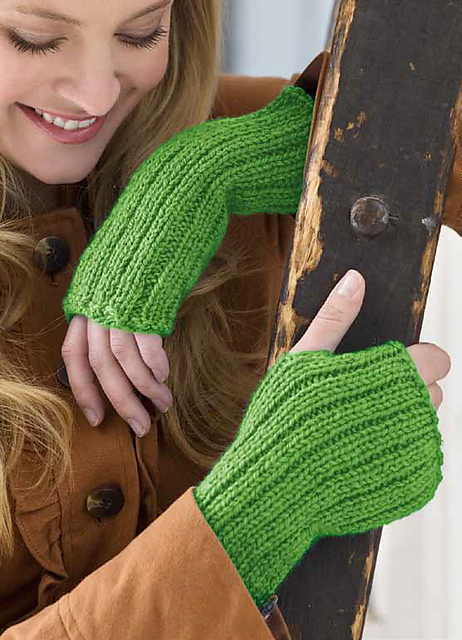 Free knitting pattern for easy Lovely Glovelets fingerless mitts