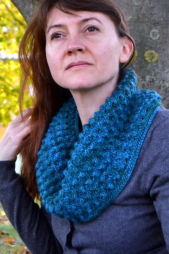 Free Knitting Pattern for 5 Row Repeat Marakata Cowl
