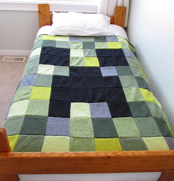 Free knitting pattern for Minecraft Creeper Blanket
