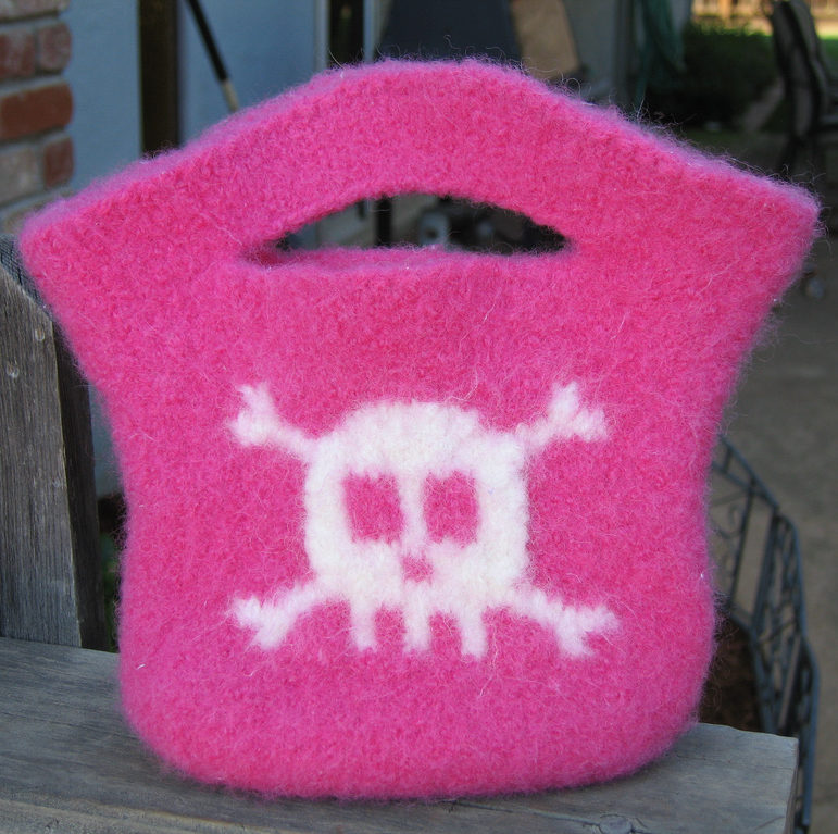 Free Knitting Pattern for Mini Skull and Crossbones Tote