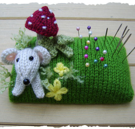 Knitting pattern for Mousey Pin Cushion