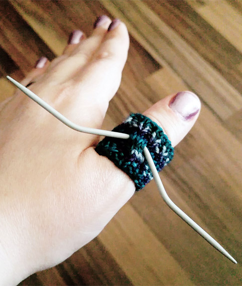 Free knitting pattern for finger cuff needle holder