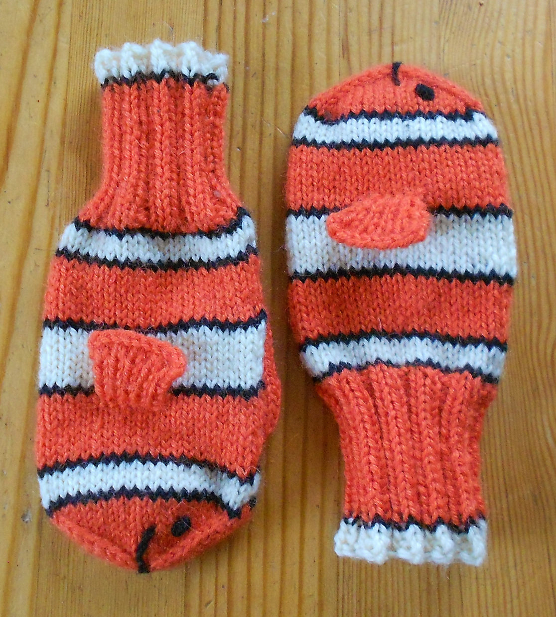 Free Knitting Pattern for Little Nemo Mittens