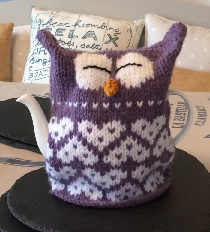 Knitting Pattern for Owl Heart Tea Cosy
