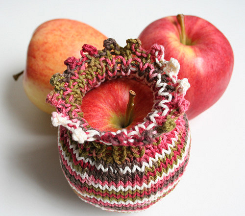Free Knitting Pattern for Apple or Pear Cozy