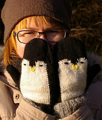Free knitting pattern for Penguin Mittens