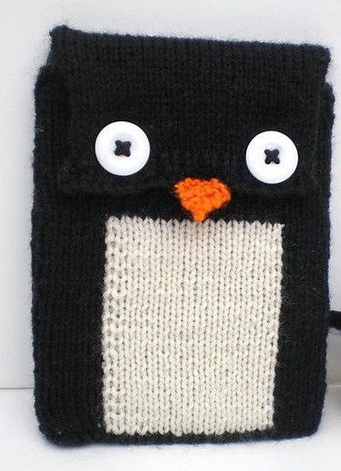 Free knitting pattern for Penguin Tablet cover