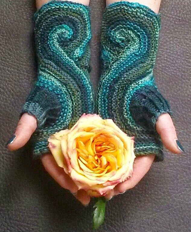 Free Knitting Pattern for Pieces of Eight Mitts