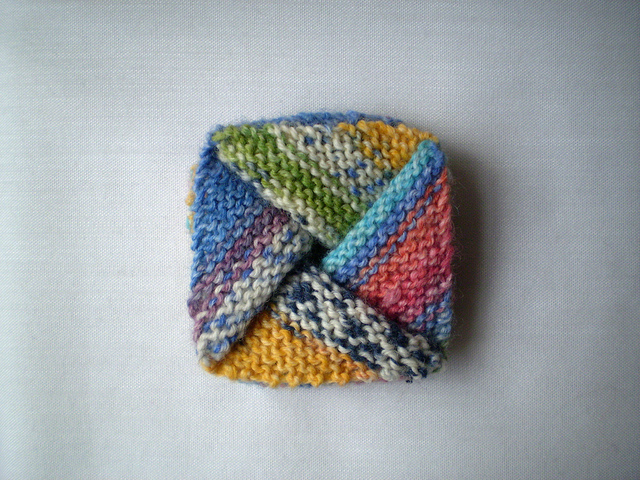 Pinwheel Purse by Frankie Brown Free Knitting Pattern | Bag, Purse, and Tote Free Knitting Patterns at https://intheloopknitting.com/bag-purse-and-tote-free-knitting-patterns/