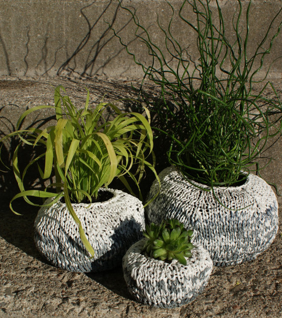 Knitting pattern for Garden Planters made of plastic bag yarn plarn