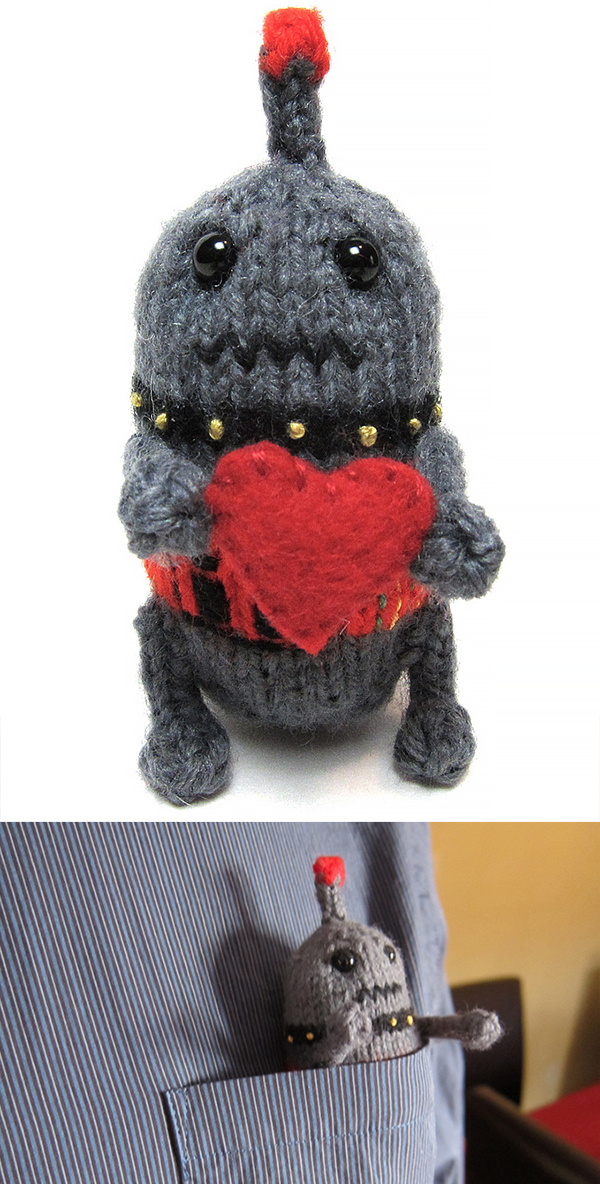 Free knitting pattern for Easy Pocket-Sized Robot
