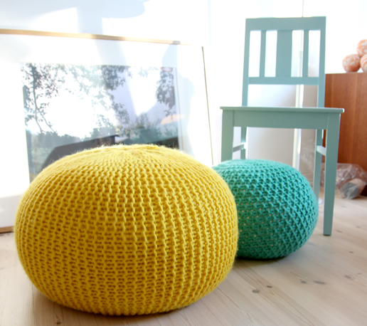 Free knitting pattern for Puff Daddy pouf knitted stool