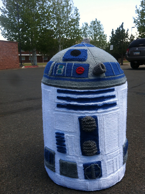 Free knitting pattern for Life size R2D2 and more Star Wars Knitting Patterns