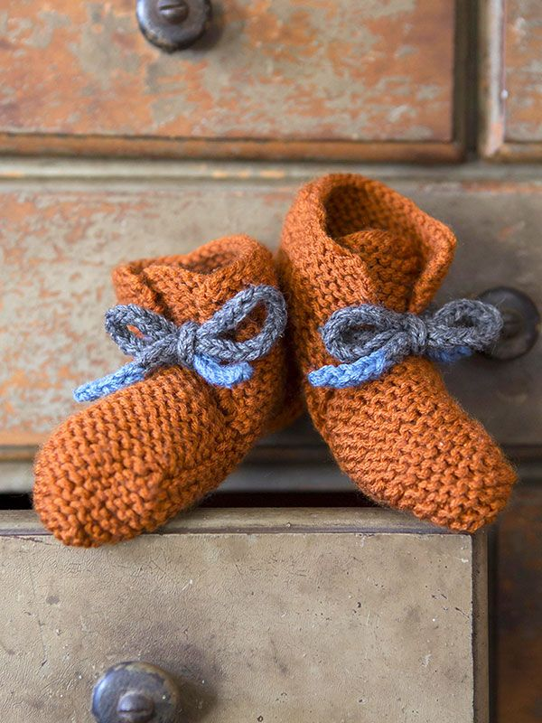 Free knitting pattern for baby booties inspired by Emily's Maine boots and more baby bootie knitting patterns