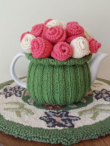Free knitting pattern for Rosy Posy Tea Cozy