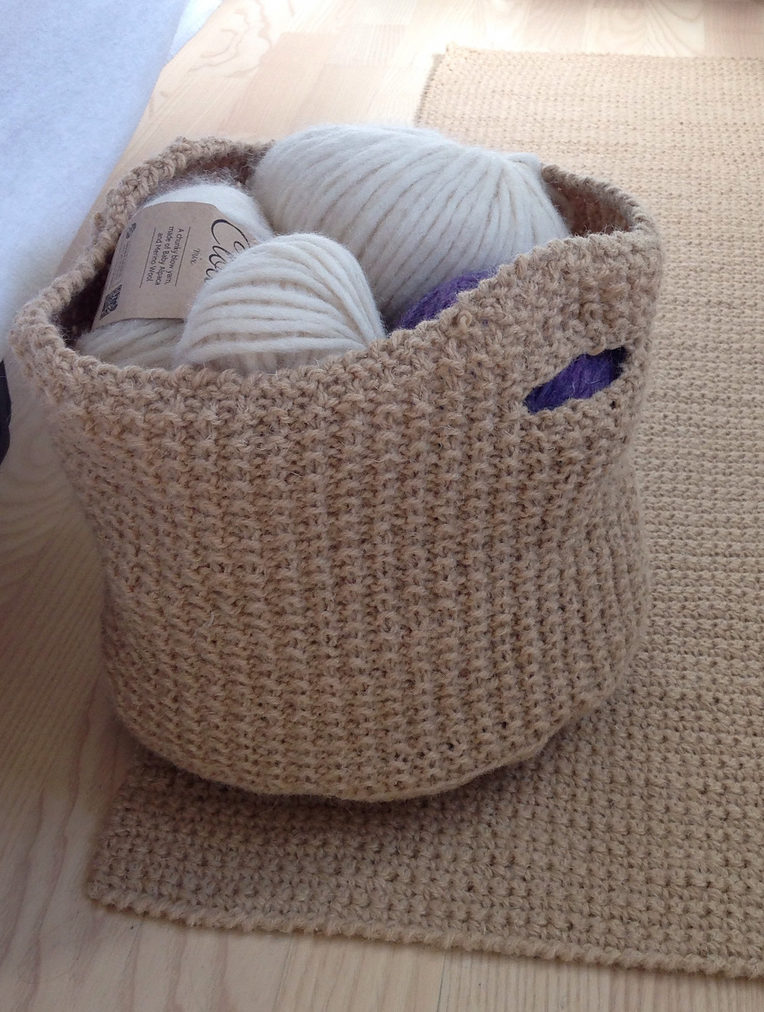 Free Knitting Pattern for Matching Basket and Rug