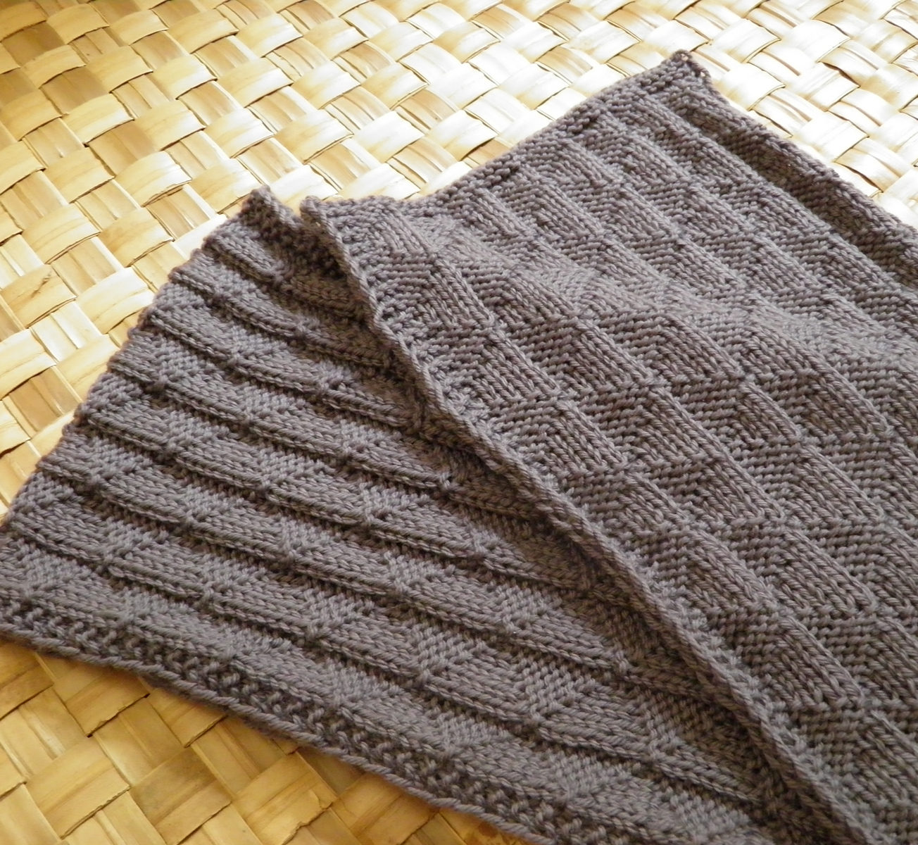 Reversible Knitting Patterns For Scarves Cool Decorating Design