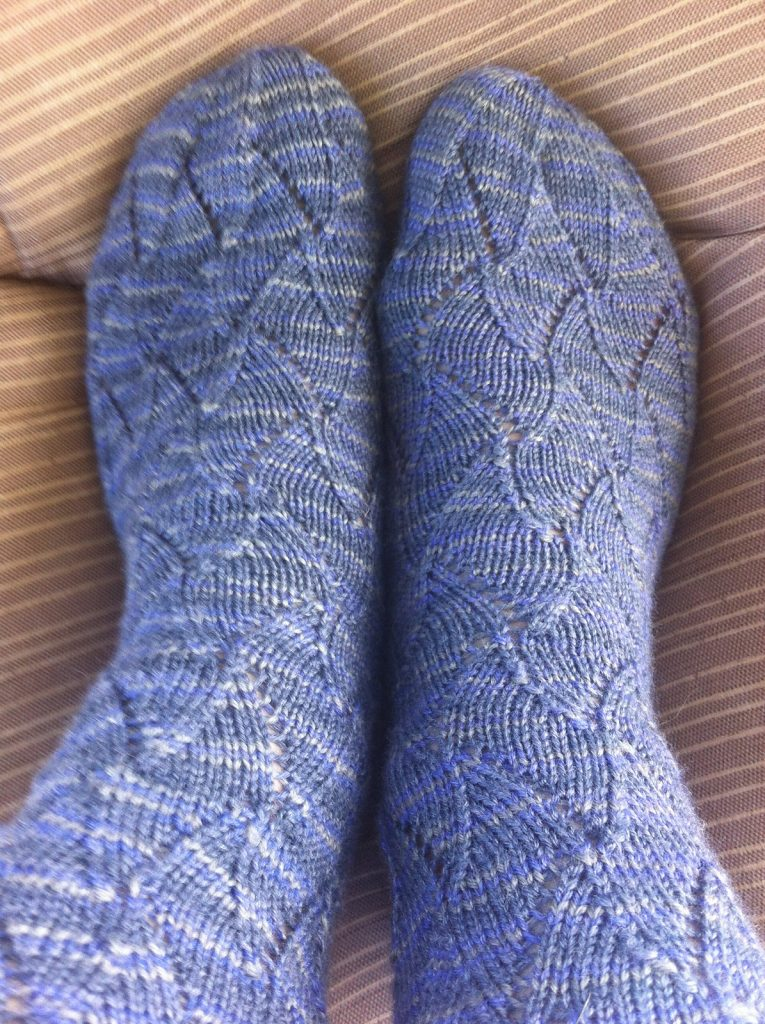 Free knitting pattern for Shark Infested Waters shark fin lace socks