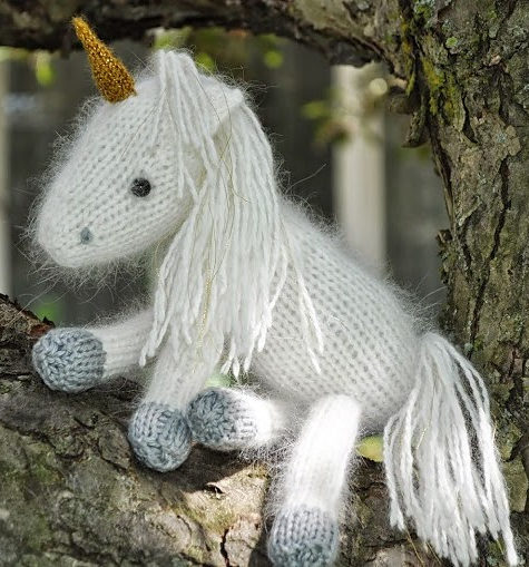 Knitting Pattern for Snow White the Unicorn and her baby Liliana