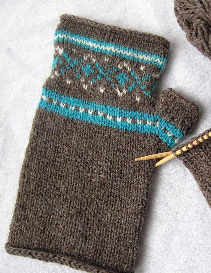 Free Knitting Pattern for Sporty Mitts