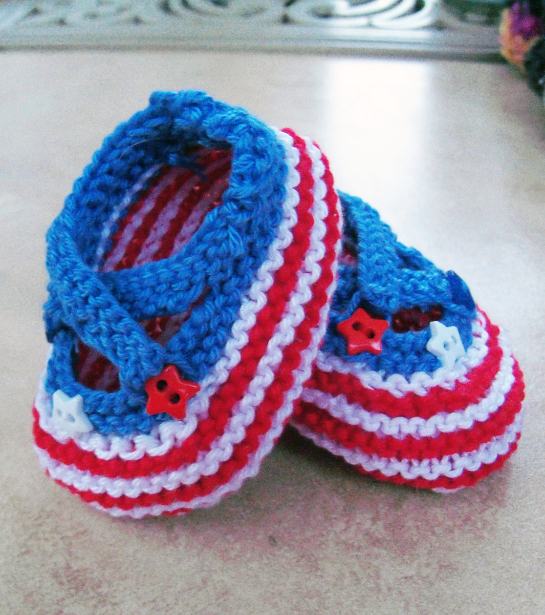 Free Knitting Pattern for Saartje's Bootees