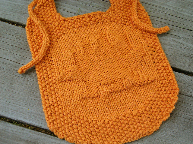 Free knitting pattern for Stegosaurus Bib and Washcloth