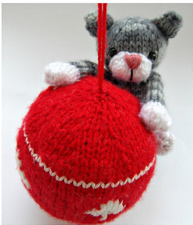 Knitting Pattern for Swinging Kitty Ornament
