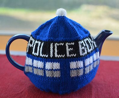 Free knitting pattern for TARDIS Tea Pot Cozy