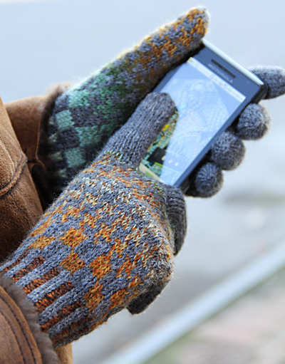 Free knitting mattern for Teknik touchscreen gloves with conductive thread and more device knitting patterns