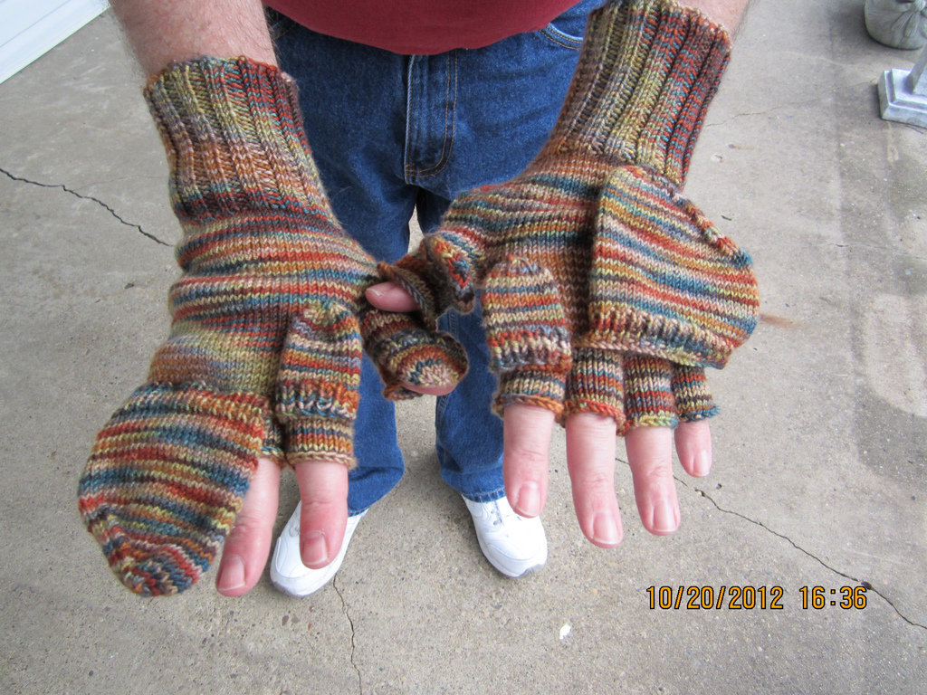 Free knitting pattern for Texting/Gaming Gloves and more device knitting patterns