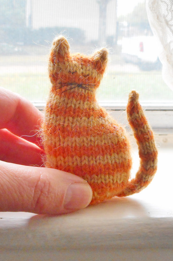 Free Knitting Pattern for Tiny Window Cat