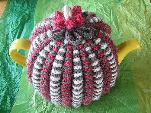 Free knitting pattern for Grannie's Traditional Tea Cosy