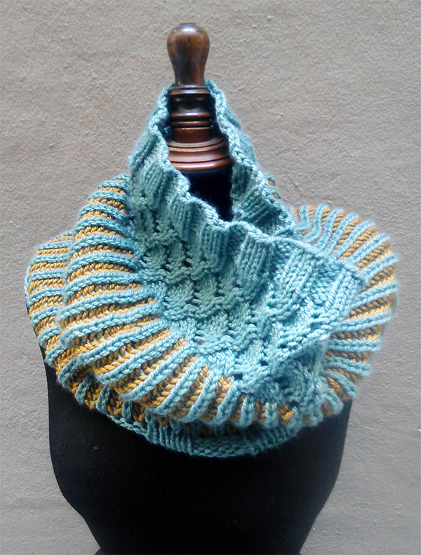 Free Knitting Pattern for Trifasic Cowl