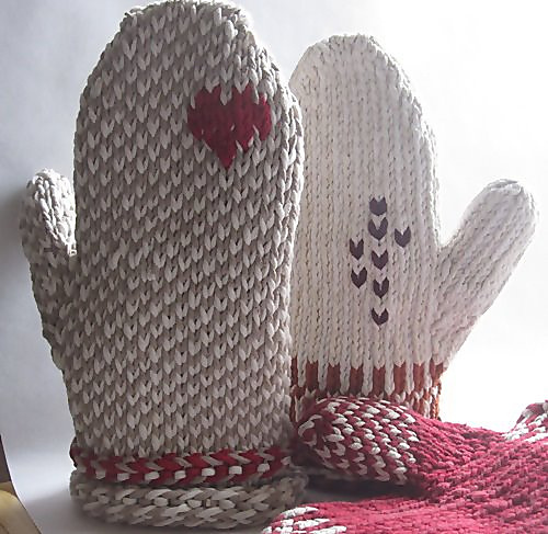 Free knitting pattern for Upcycled Oven Mitts