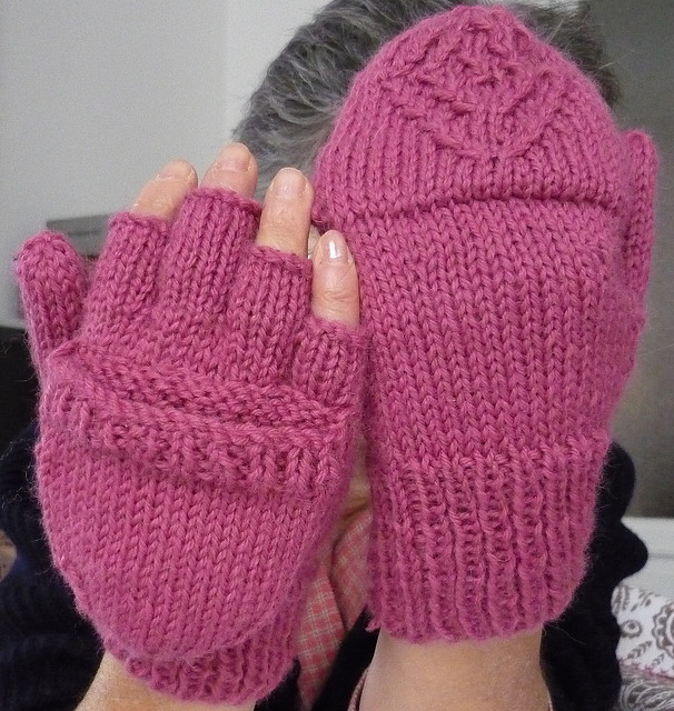 Free knitting pattern for Urban Necessity Gloves and more device knitting patterns