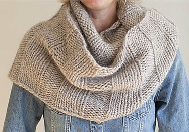 867eafdb926d1 Free knitting pattern for Chunky Cowl by Heather Vantress