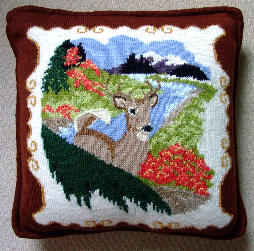 Free knitting pattern for Whitetail Buck Pillow