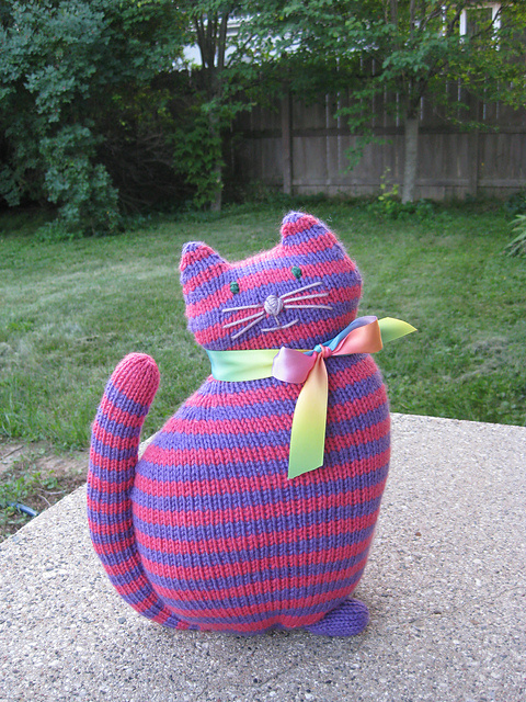 Free knitting pattern for Window Cat and more cat knitting patterns