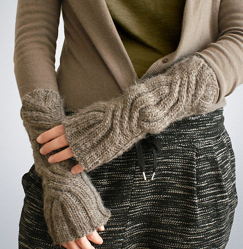 Free knitting pattern for Wood Garlic Gauntlets