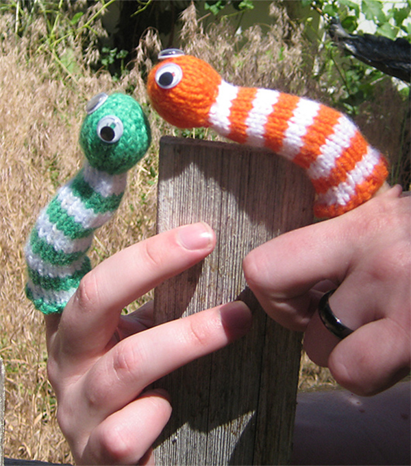 Free Knitting Pattern for Smiley the Worm Finger Puppet