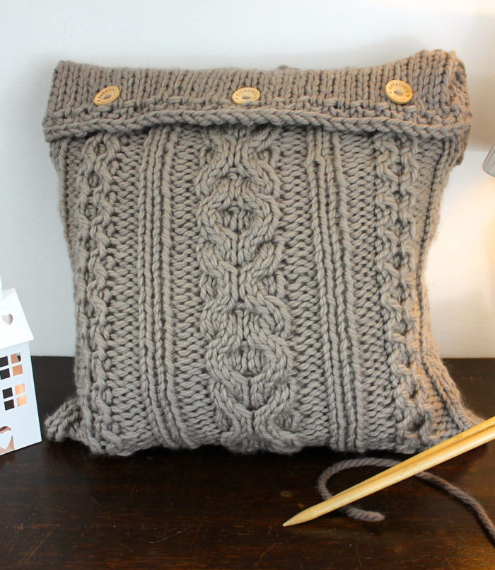 Knitting Pattern for XOXO Cushion Cover