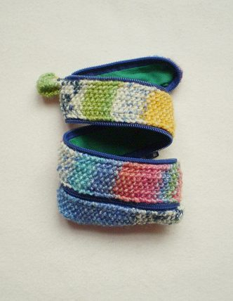 Free knitting pattern for Zippy Strip Coin Purse
