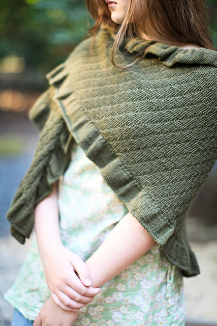 Copykat shawl knitting pattern for shawl worn by Kate Middleton Duchess of Cambridge on shopping trip | More Royal Family Knitting Patterns at http://intheloopknitting.com/royal-family-knitting-patterns/