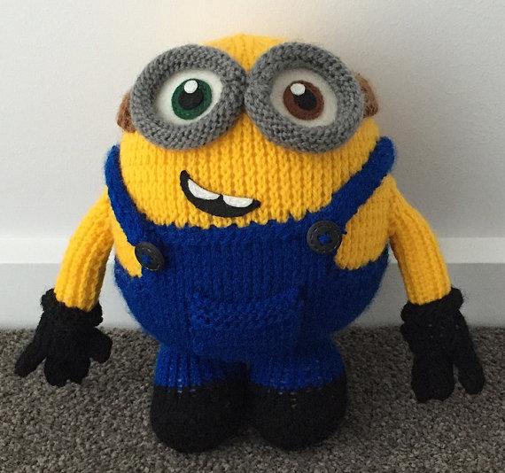 Knitting pattern for Bob the minion