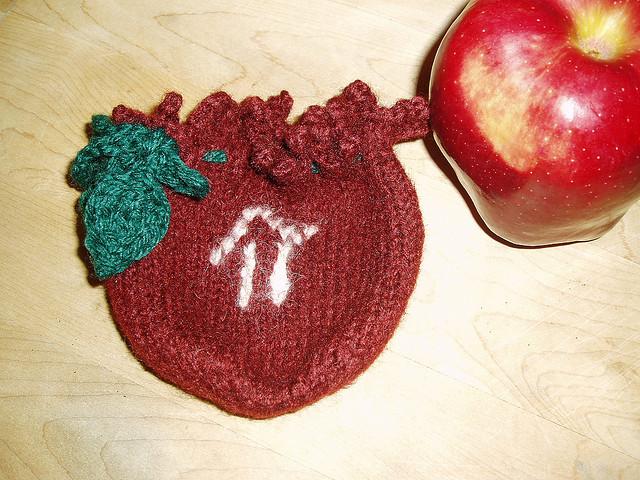 Apple Pi Drawstring Bag Free Knitting Pattern | Free Pi Day Knitting Patterns at www.intheloopknittng.com/free-pi-day-knitting-patterns
