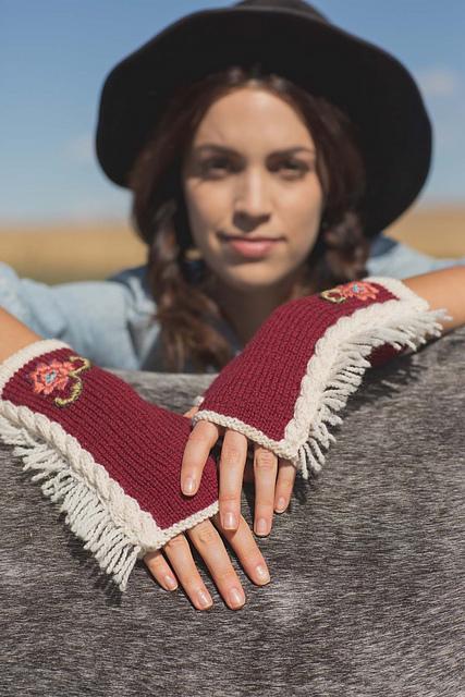 Loretta Mitts Knitting Pattern